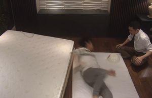 ドラマ世界一難しい恋第7話ベッドの脚でも壊れて転げ落ちてキスでもできれば…の仕掛けベッド