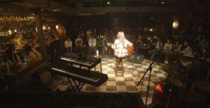 ラヴソング第8話佐野さくら(藤原さくら)は、声を失う可能性のある喉のガン手術の前にライブハウスSにて単独ライブを行う