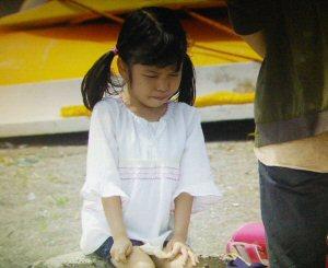 月9ドラマラヴソング第8話空一とさくらが海で会った吃音症の女の子役少女志村美空(しむらみく)1