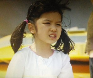 月9ドラマラヴソング第8話空一とさくらが海で会った吃音症の女の子役少女志村美空(しむらみく)2