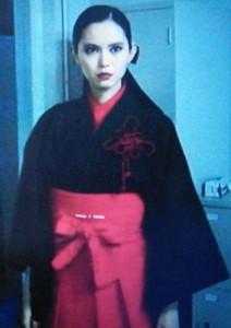お迎えデス(お迎えです)怨霊を退治する能力を持つ人間黒い服の黒巫女姿の魔百合(まゆり)2