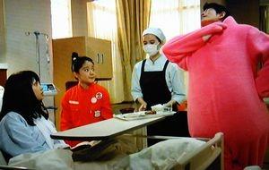 お迎えデス第5話黒い・黒巫女の服を着ていない、看護婦・看護師姿の魔百合(まゆり)は比留川游が演じている1