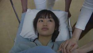 ラヴソング10話最終回喉のガンの手術のため、手術室へ運ばれるさくら