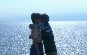 世界一難しい恋10話最終回鮫島零治社長(大野智)と柴山美咲(波瑠はる)が子供っぽいキスの後にそっと抱きしめる(ハグ)
