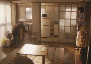 ラヴソング10話最終回迎えにいった真美はアパートの掃除や家具の整理をしている管理人さんがいて驚く。
