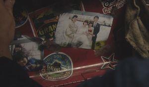 ラヴソング10話最終回さくらの働く整備工場にあった、さくらの所持品(工具箱)の中に結婚式の写真