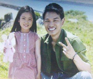 お迎えデス第9話最終回あさみ(小林涼子)の会社のデスクに置いてあった写真。ナベシマの生きていた頃の写真です。