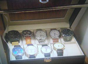 家売るオンナキャスト足立聡(王子・あだちさとし)のロッカーの営業用のネクタイや時計1