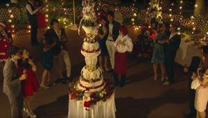 好きな人がいること結婚式場、ホテルでクリスマスの日に全長2メートルもの巨大ケーキ