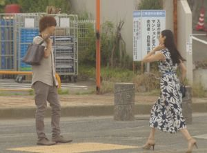 好きな人がいること柴崎千秋と待合せしていた女性(高月楓菜々緒)が入っていった結婚式場のシーン1