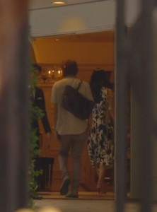 好きな人がいること柴崎千秋と待合せしていた女性(高月楓菜々緒)が入っていった結婚式場のシーン3