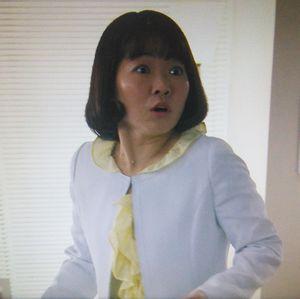 家売るオンナイモトアヤコ(白洲美加)の初回第1話衣装2