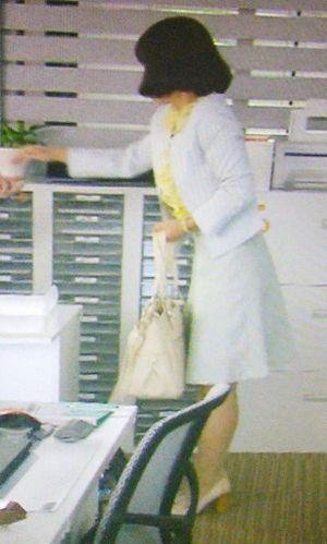 家売るオンナイモトアヤコ(白洲美加)の初回第1話衣装1