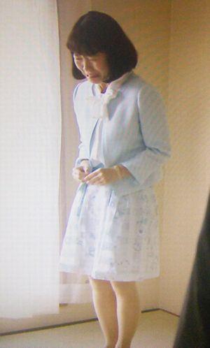 家売るオンナイモトアヤコ(白洲美加)の第2話衣装1