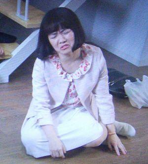 家売るオンナイモトアヤコ(白洲美加)の第3話衣装1