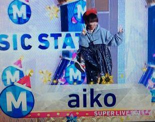 2015年12月25日放送ミュージックステーションakio登場シーン(星野源と同じポーズ)