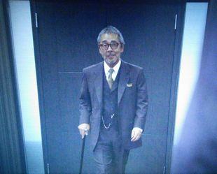 11/14の月9ドラマカインとアベル第5話会長平幹二朗の代役寺尾聰の登場シーン1