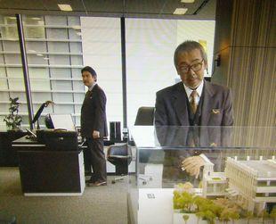 11/14の月9ドラマカインとアベル第5話会長平幹二朗の代役寺尾聰の登場シーン2
