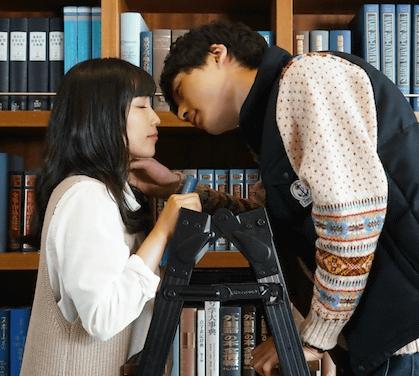 坂口健太郎が恋愛映画「君と100回目の恋」で共演のmiwa(みわ)とキス寸前シーン