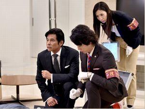 山田刑事(山田次郎)と今市刑事(今市種子・真飛聖)が英語やめろボケツッコミを繰り広げる