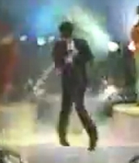 吉川晃司がモニカを歌うときの姿。星野源のモニカ病の由来