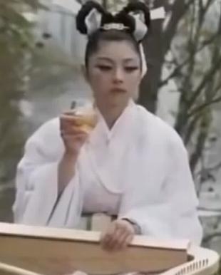 勇者ヨシヒコと魔王の城第4話にて小池栄子演じる「天女様」