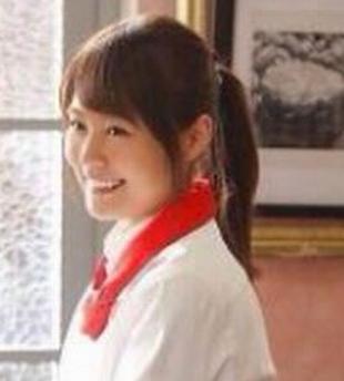 有村架純のポニーテールで髪を結ぶ位置が上の場合の横から画像