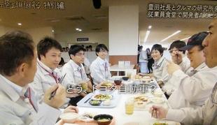 トヨタ自動車東富士研究所の食堂にて。豊田社長とマツコ・デラックス