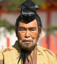 新野左馬助(にいの さまのすけ)…役者:苅谷俊介【直虎の母千賀の兄】