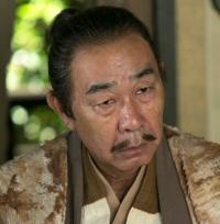 奥山朝利(おくやまともとし)…役者:でんでん