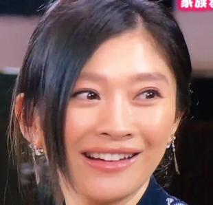 ミヤネ屋出演時の篠原涼子の唇が不自然で変と話題になっていました1