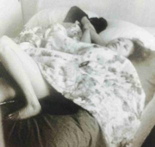 香里奈さん2014年3月25日に、フライデーに大股おっぴろげの写真画像と、このベッド画像が掲載