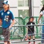 木村拓哉が子供とのおでかけ画像。工藤静香さんと、長女「木村心美ちゃん」、次女「木村光希ちゃん」