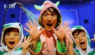 NHK幼児・子供向け番組みいつけた「エビバデオフロスキー」。新井美羽ちゃんは、左の子かな??