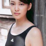 武井咲の水着画像はこちら。カップ(バストサイズ)の判別できますね。