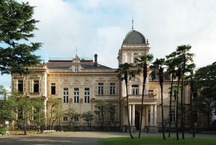 建物が国の重要文化財の旧岩崎邸庭園。大河ドラマ龍馬伝・「謎解きはディナーのあとで」、そして貴族探偵のロケ地