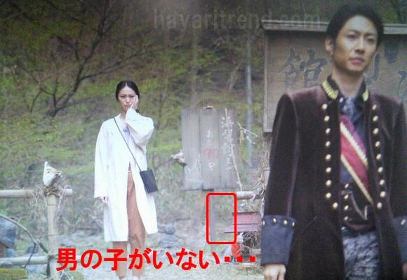 貴族探偵第4話幽霊なのか妖怪なのか?男の子の登場シーンの比較画像2