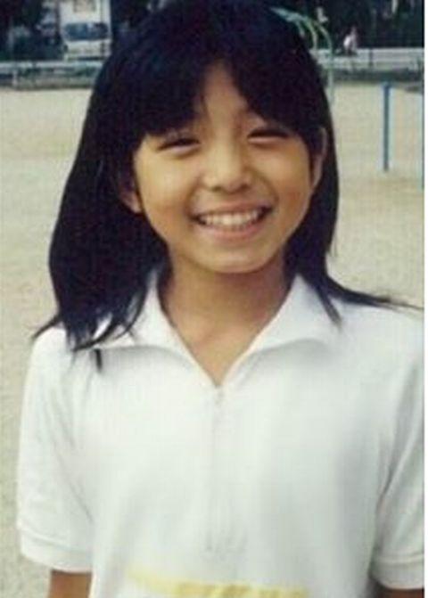 中村静香の小学校時代の卒アル写真画像